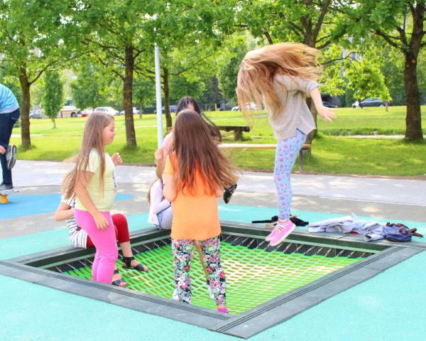 trampoliny na plac zabaw